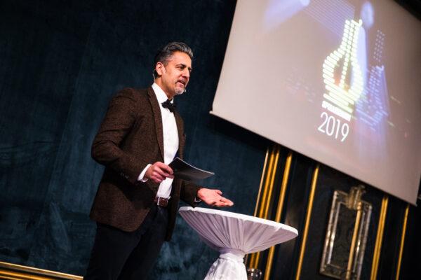 Kultur- og likestillingsminister Abid Raja på pressekonferansen fredag 7. februar på Grand Hotel. Foto: Robin Bøe